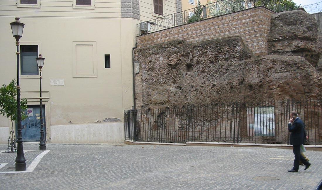 Piazza Iside è una delle piazze più caratteristiche di Roma