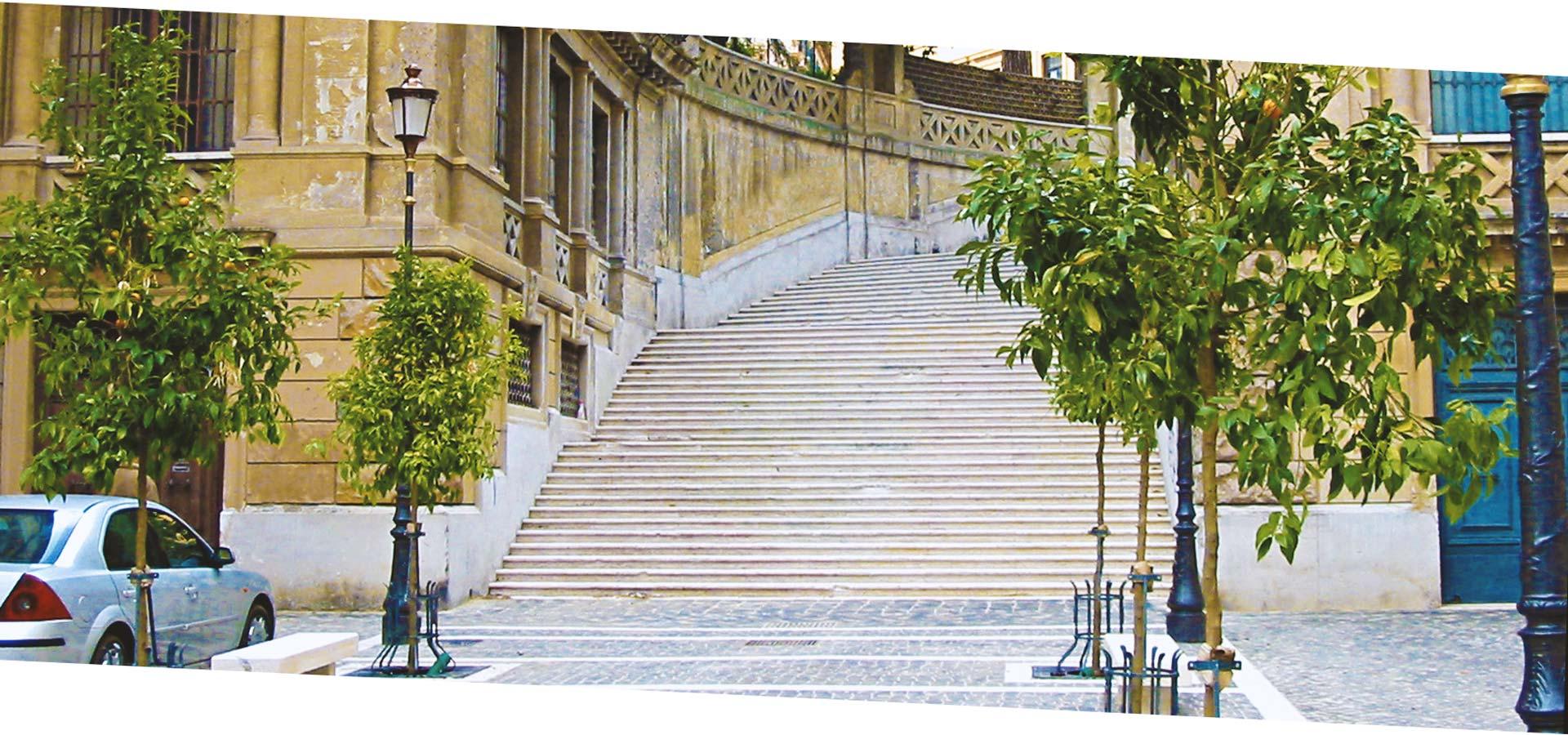 La scala in Piazza Iside è stata pulita e restaurata