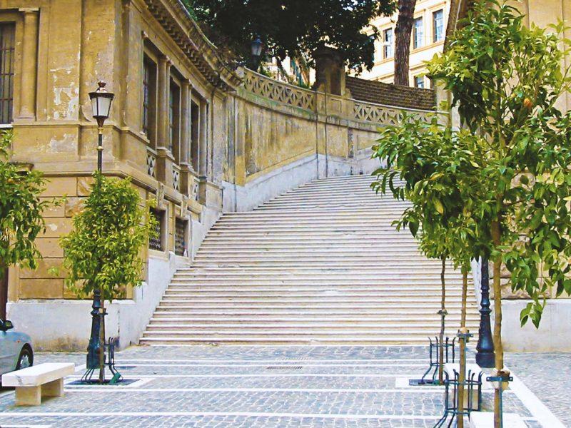 Piazza Iside sorge a fianco del monumento eretto nel passato in onore della Dea.