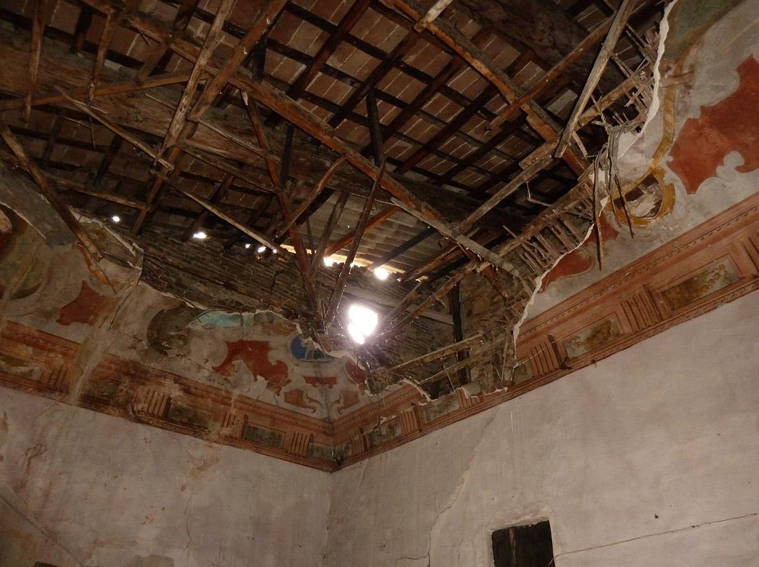 Il degrado di Palazzo Sgariglia ha devastato opere pittoriche di valore assoluto
