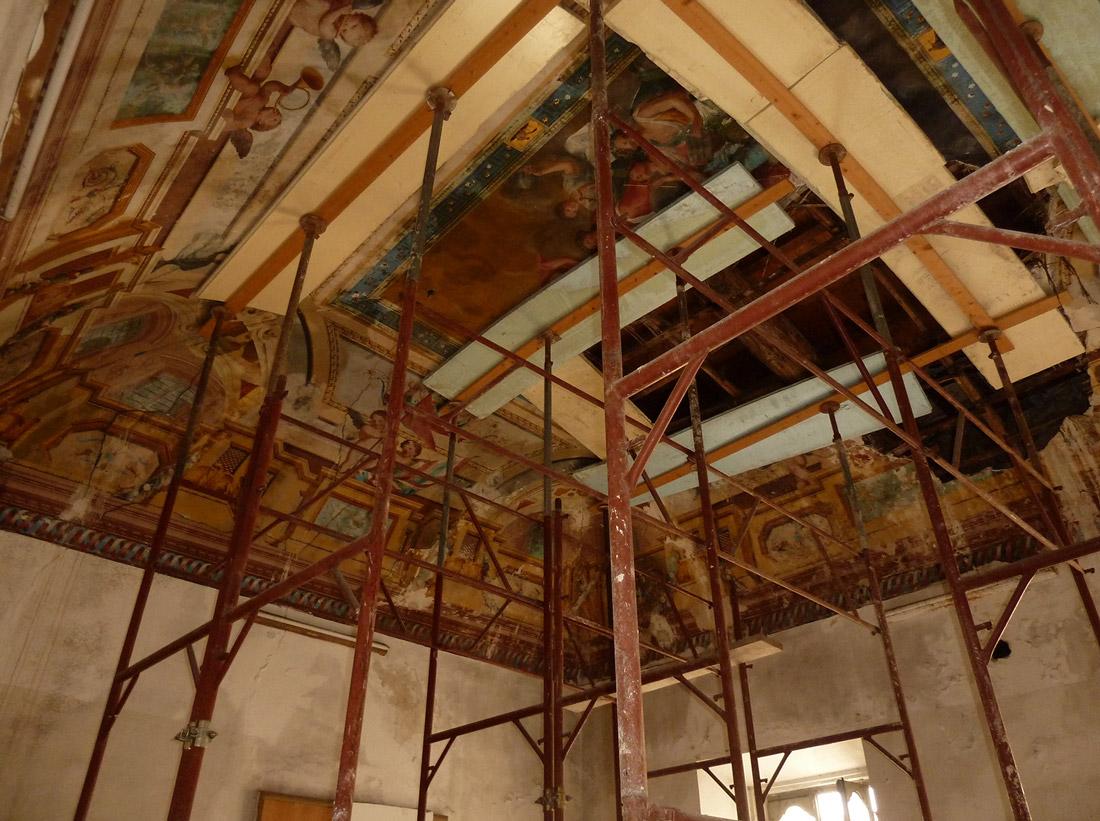 Il restauro delle opere pittoriche non è stato facile