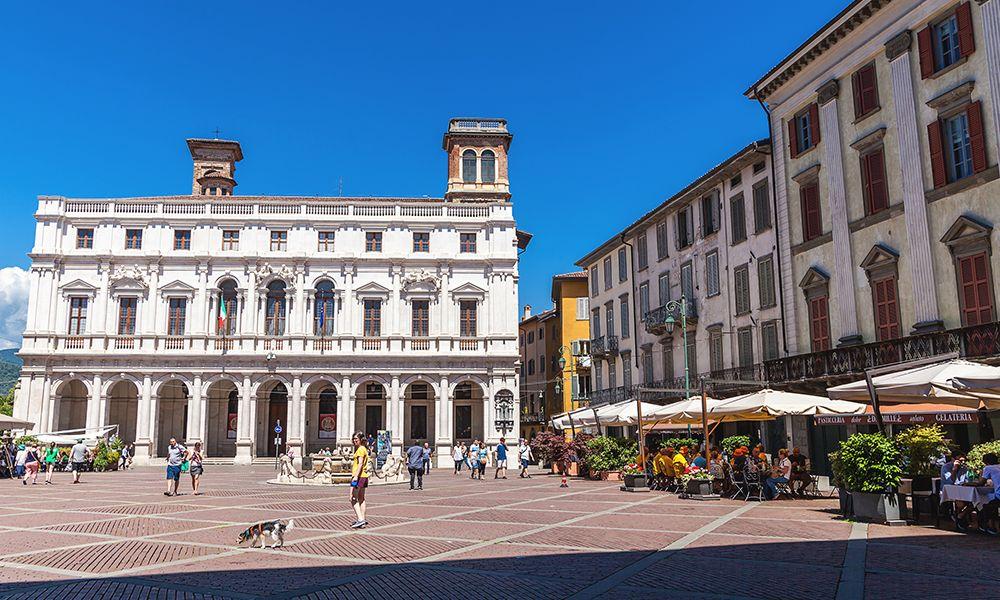 Bergamo, piazza Vechcia